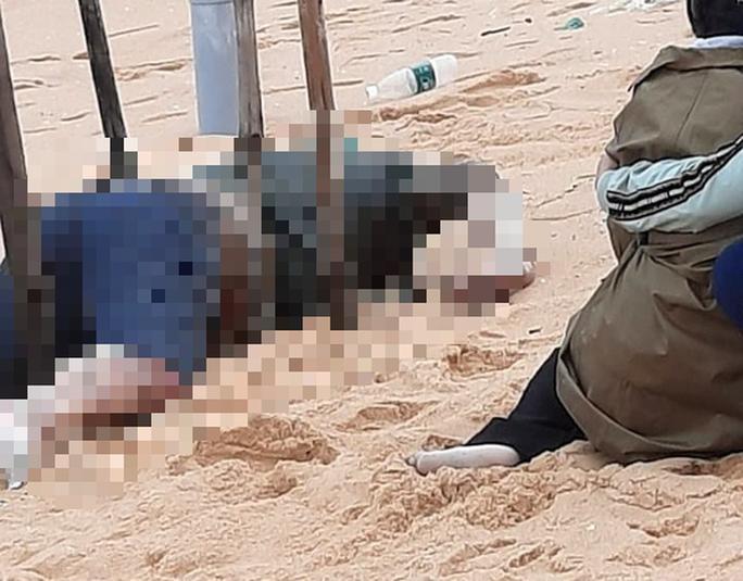 Phát hiện thi thể người đàn ông trôi dạt vào bờ biển Sông Cầu - Ảnh 1.