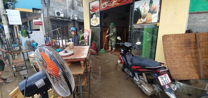Cám cảnh Đồng Xuân vùi trong lũ dữ - Ảnh 2.