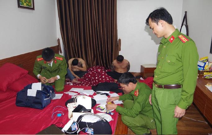 39 thanh niên nam, nữ thác loạn trong khách sạn - Ảnh 2.