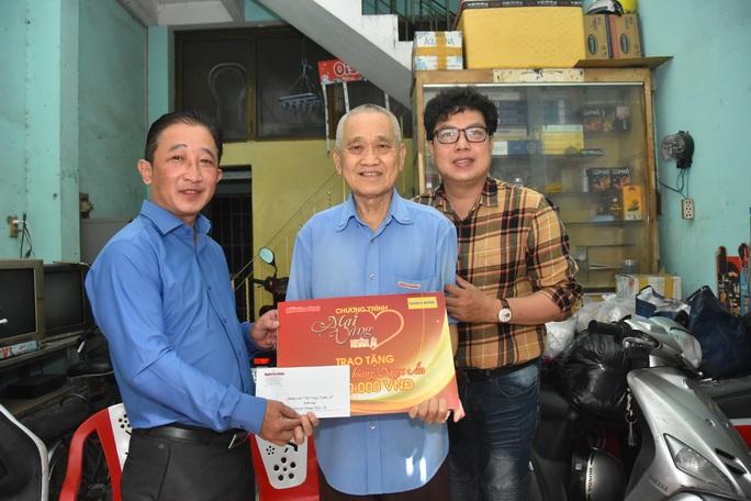 Mai Vàng nhân ái thăm soạn giả Hoàng Ngọc Ẩn - Ảnh 1.