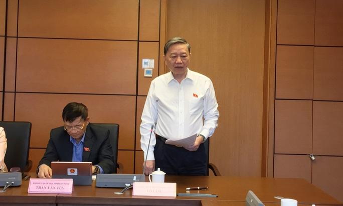 Bộ trưởng Bộ Công an Tô Lâm: Không đụng chạm đến các cơ sở sát hạch lái xe - Ảnh 1.