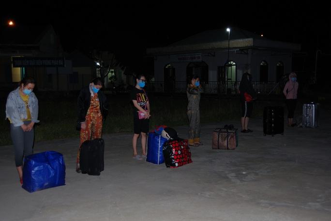 Bắt giữ 8 phụ nữ trốn cách ly khi từ Campuchia lén về Kiên Giang - Ảnh 2.