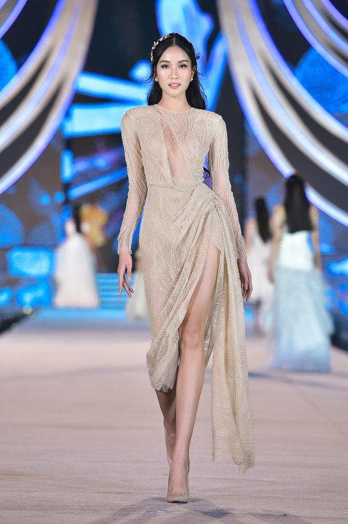 Hoa hậu Việt Nam tỏa sáng trong đêm thi Người đẹp Thời trang - Ảnh 12.