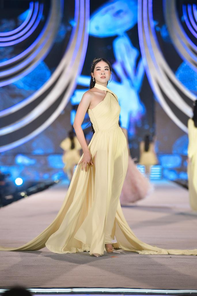 Hoa hậu Việt Nam tỏa sáng trong đêm thi Người đẹp Thời trang - Ảnh 10.