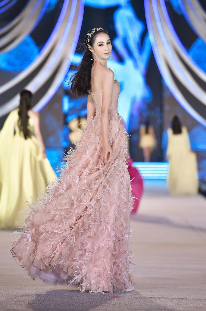 Hoa hậu Việt Nam tỏa sáng trong đêm thi Người đẹp Thời trang - Ảnh 9.