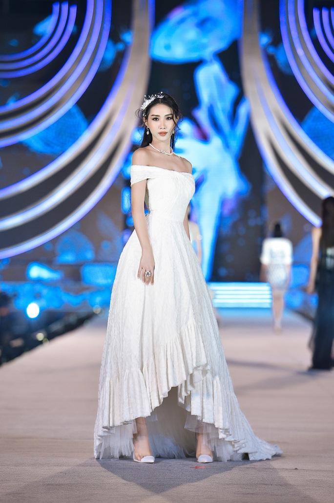 Hoa hậu Việt Nam tỏa sáng trong đêm thi Người đẹp Thời trang - Ảnh 7.