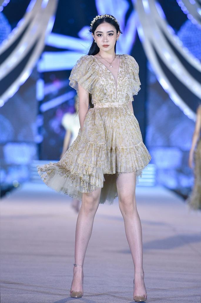 Hoa hậu Việt Nam tỏa sáng trong đêm thi Người đẹp Thời trang - Ảnh 5.