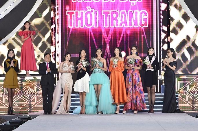Hoa hậu Việt Nam tỏa sáng trong đêm thi Người đẹp Thời trang - Ảnh 4.