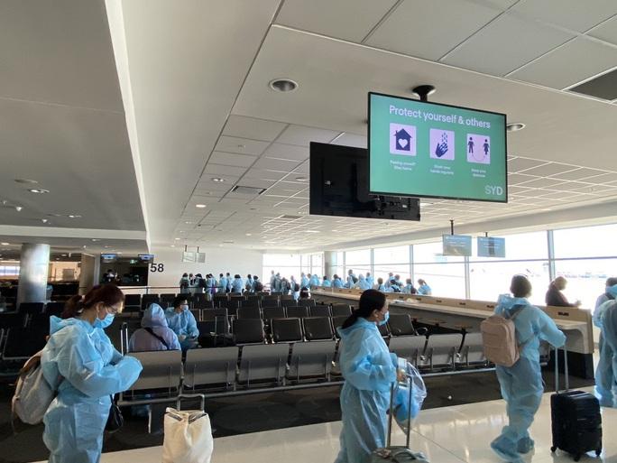 4 chuyến bay đưa 950 công dân Việt Nam về nước - Ảnh 1.
