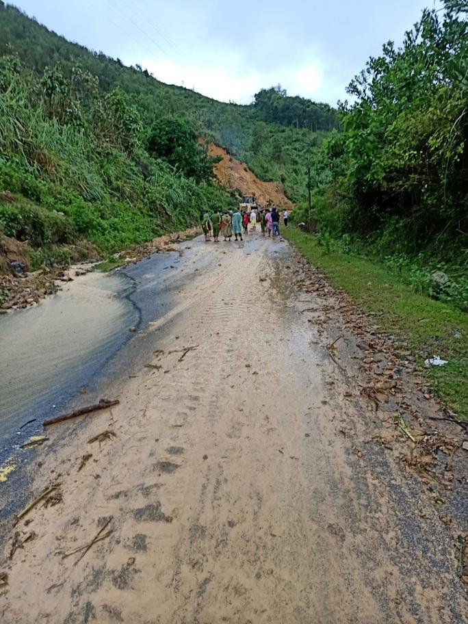 CLIP: Lại sạt lở núi kinh hoàng vùi lấp 3 người ở Quảng Nam: Chạy, chạy, chạy đi… - Ảnh 3.