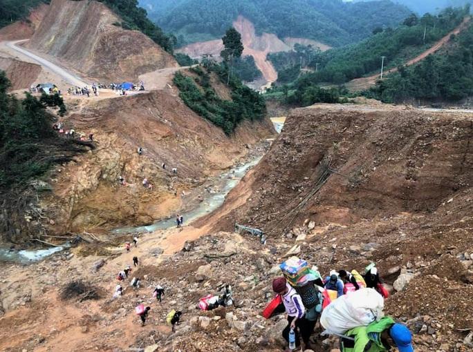 Quảng Trị: Núi phát ra nhiều tiếng nổ lớn, người dân hoang mang - Ảnh 1.