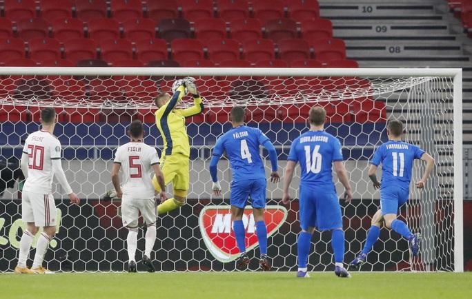 Hungary ngược dòng nghẹt thở loại Iceland, đoạt vé vàng đến Euro 2021 - Ảnh 2.