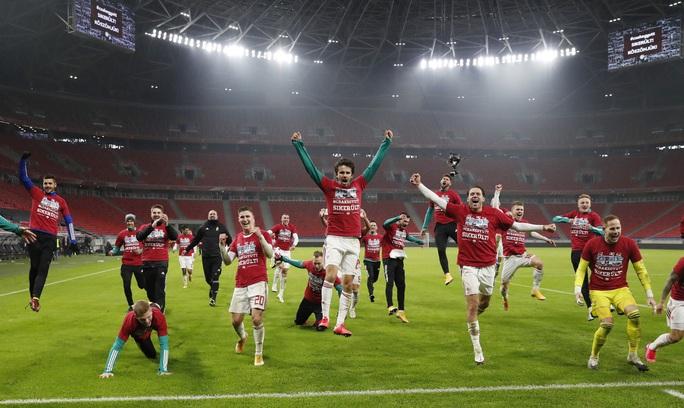 Hungary ngược dòng nghẹt thở loại Iceland, đoạt vé vàng đến Euro 2021 - Ảnh 1.