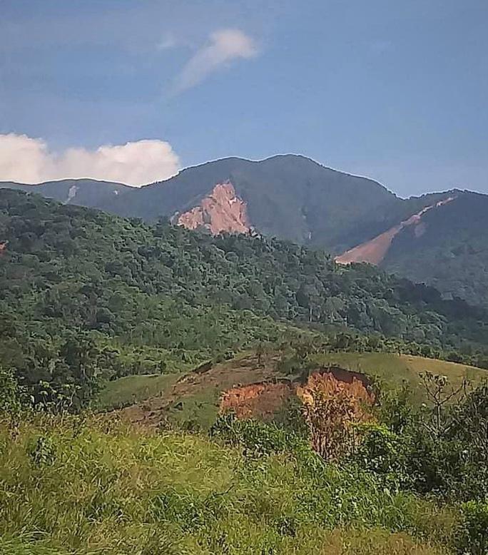 Vụ nhiều tiếng nổ trên núi ở Quảng Trị: Lãnh đạo xã nói gì sau khi trực tiếp vào kiểm tra? - Ảnh 1.