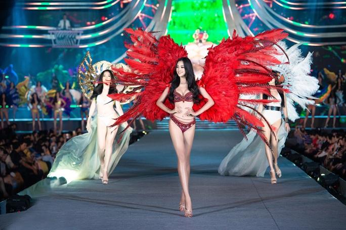 Thí sinh Hoa hậu Việt Nam 2020 hóa thiên thần nội y Victoria's Secret - Ảnh 1.