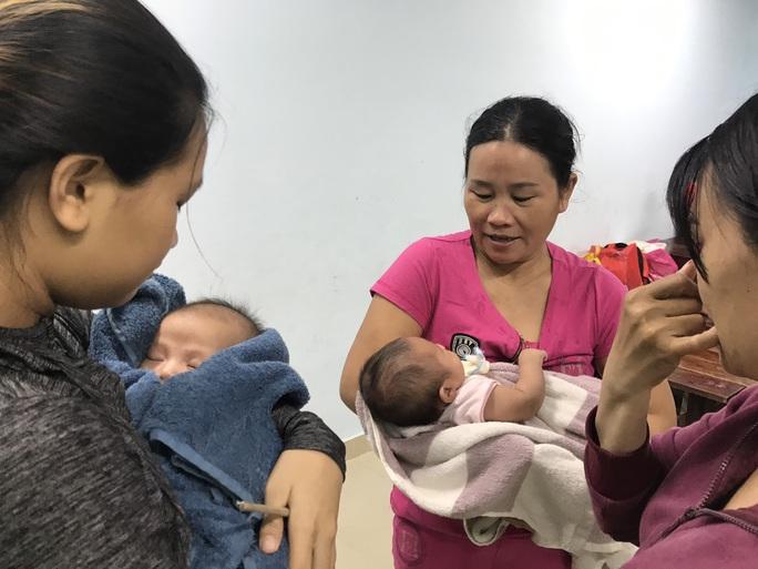 Chùm ảnh, clip: Bão số 13 đi nhanh hơn dự báo, người dân Huế tức tốc chạy bão - Ảnh 18.