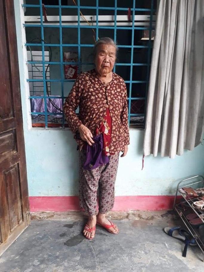 Bắt kẻ đi ôtô cứu trợ miền Trung lừa cụ bà 83 tuổi lấy vàng và 6,5 triệu đồng - Ảnh 2.
