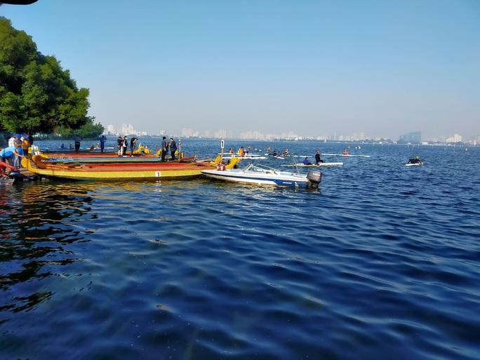 Đội Bến Tre giành ngôi quán quân giải bơi chải thuyền rồng trên Hồ Tây - Ảnh 4.