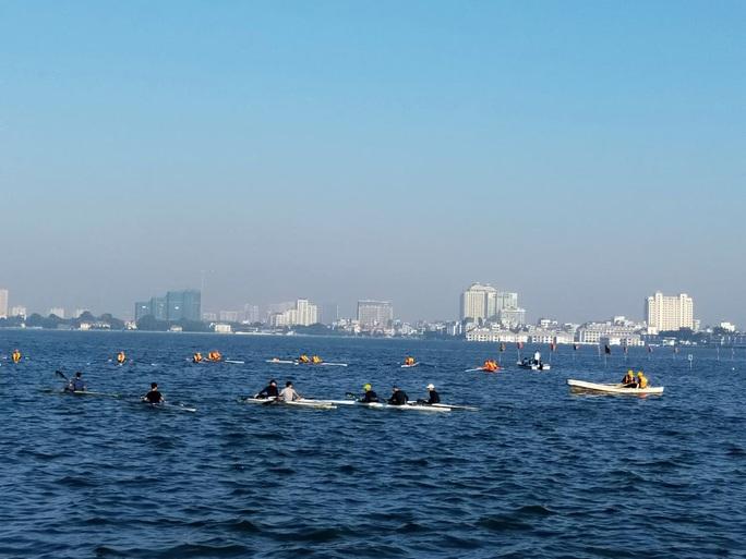 Đội Bến Tre giành ngôi quán quân giải bơi chải thuyền rồng trên Hồ Tây - Ảnh 6.