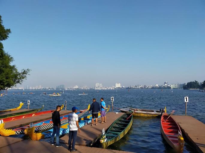 Đội Bến Tre giành ngôi quán quân giải bơi chải thuyền rồng trên Hồ Tây - Ảnh 7.