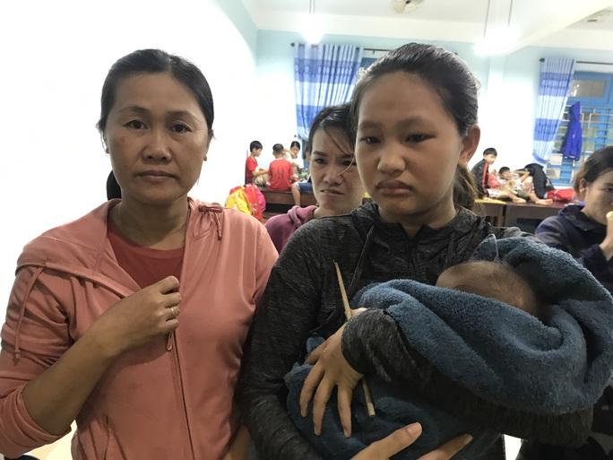 Chùm ảnh, clip: Bão số 13 đi nhanh hơn dự báo, người dân Huế tức tốc chạy bão - Ảnh 21.