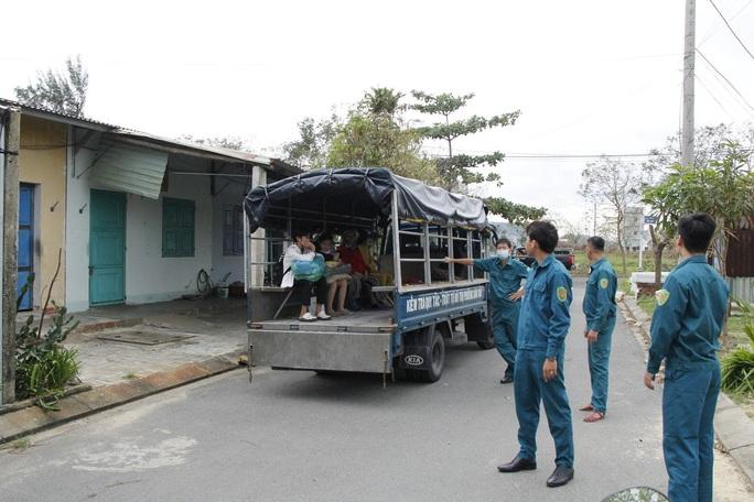 Đà Nẵng sơ tán hơn 92.000 người tránh bão số 13 - Ảnh 4.