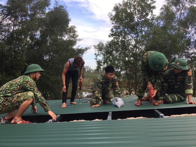 Chùm ảnh:  Quảng Trị chạy đua sơ tán dân trước khi bão số 13 đổ bộ - Ảnh 6.
