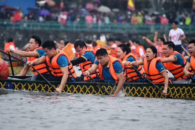 Đội Bến Tre giành ngôi quán quân giải bơi chải thuyền rồng trên Hồ Tây - Ảnh 8.