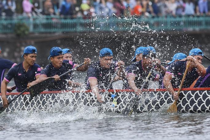 Đội Bến Tre giành ngôi quán quân giải bơi chải thuyền rồng trên Hồ Tây - Ảnh 9.