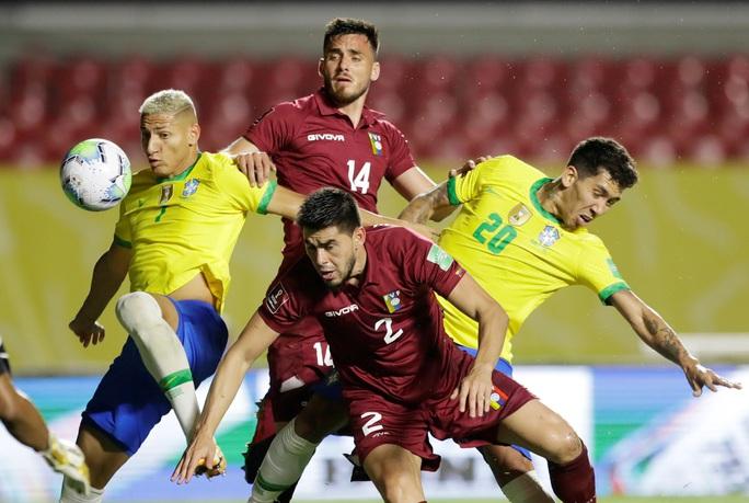 Thắng khó Venezuela sân nhà, Brazil vững ngôi đầu Nam Mỹ - Ảnh 1.