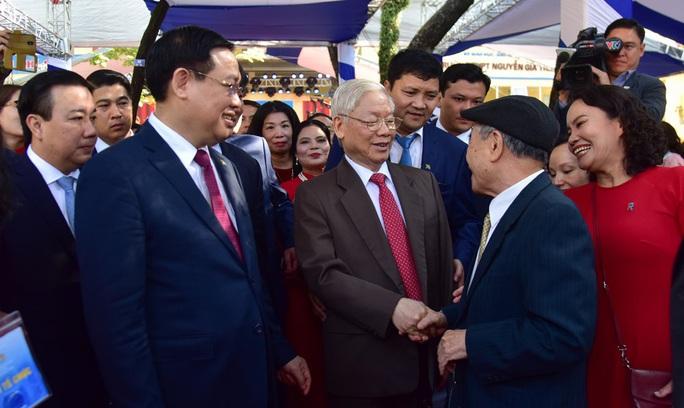 Tổng Bí thư, Chủ tịch nước Nguyễn Phú Trọng thăm trường xưa dịp kỷ niệm 70 năm thành lập - Ảnh 3.