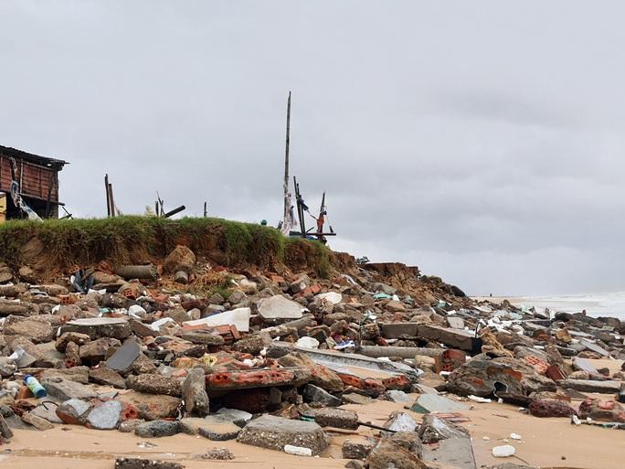 CLIP: Những thiệt hại ở Quảng Bình sau bão số 13 đi qua - Ảnh 6.