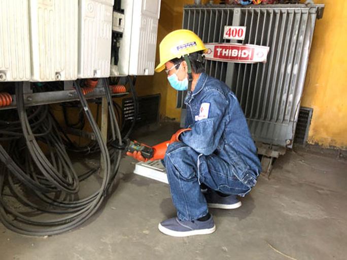 Ngành điện TP HCM tri ân khách hàng, không quên hướng về miền Trung - Ảnh 1.
