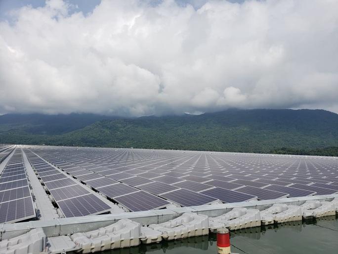 ĐBQH lo ngại pin điện mặt trời hết hạn để nướng bò một nắng, dân chuyên ngành nói gì? - Ảnh 1.