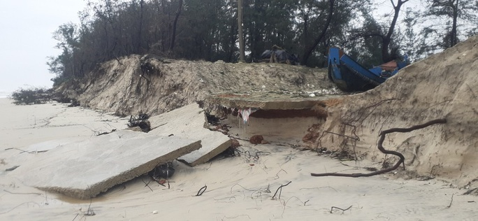 CLIP: Những thiệt hại ở Quảng Bình sau bão số 13 đi qua - Ảnh 14.