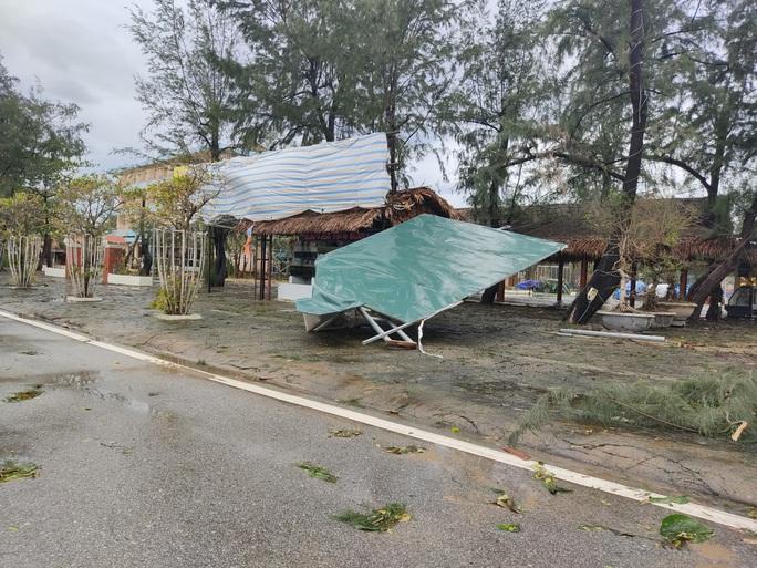 CLIP: Những thiệt hại ở Quảng Bình sau bão số 13 đi qua - Ảnh 15.