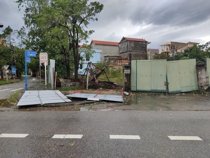 CLIP: Những thiệt hại ở Quảng Bình sau bão số 13 đi qua - Ảnh 8.