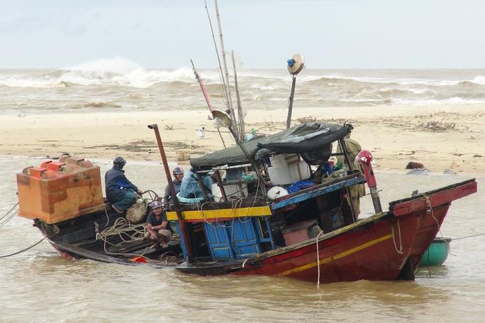 CLIP: Những thiệt hại ở Quảng Bình sau bão số 13 đi qua - Ảnh 2.