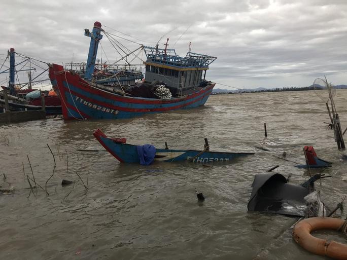 Bão số 13 quần thảo suốt 4 giờ ở vùng ven biển Thừa Thiên - Huế - Ảnh 15.