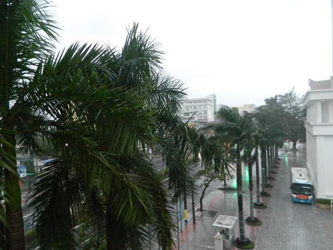 Quảng Trị: Gió bắt đầu rít mạnh, đảo Cồn Cỏ bị cắt đứt hoàn toàn liên lạc - Ảnh 3.