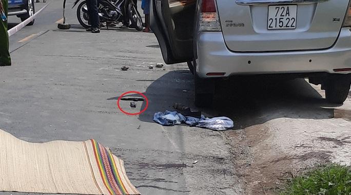 Công an tạm giữ nhóm người đi ôtô vào quán cà phê và xô xát làm 1 người chết - Ảnh 1.