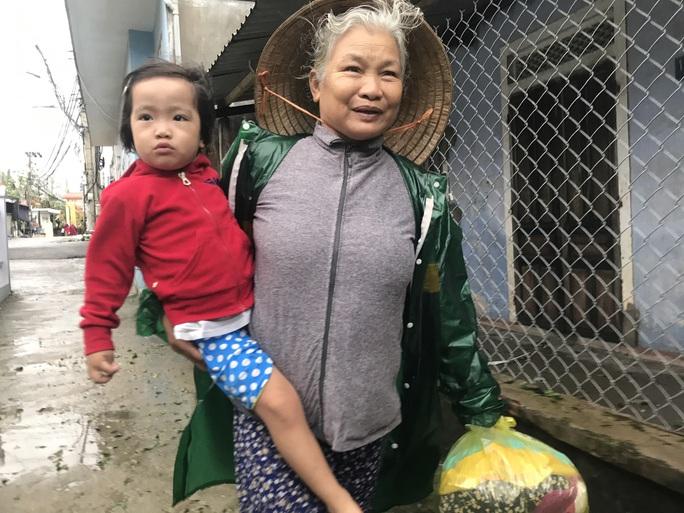 Bão số 13 quần thảo suốt 4 giờ ở vùng ven biển Thừa Thiên - Huế - Ảnh 10.