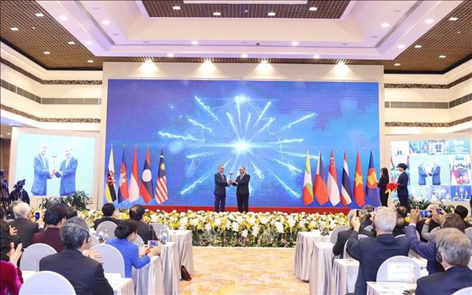 Bế mạc Hội nghị Cấp cao ASEAN 37, Việt Nam chuyển giao vai trò Chủ tịch cho Brunei - Ảnh 1.
