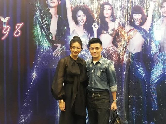 Toc Tien bat ngo dong phim Ngo Thanh Van dao dien