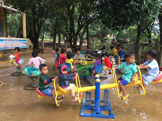 Cảm động nghe tiếng ê a đọc bài trong ngôi trường bị lũ bùn vùi lấp ở Quảng Trị - Ảnh 1.