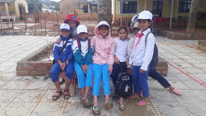 Cảm động nghe tiếng ê a đọc bài trong ngôi trường bị lũ bùn vùi lấp ở Quảng Trị - Ảnh 3.