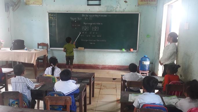 Cảm động nghe tiếng ê a đọc bài trong ngôi trường bị lũ bùn vùi lấp ở Quảng Trị - Ảnh 2.