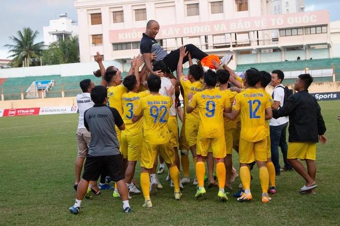 Gia Định FC thăng hạng nhất - Ảnh 1.