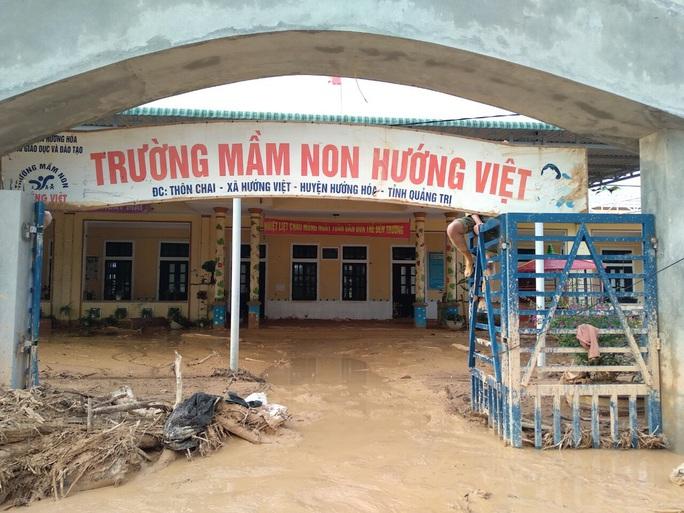 Cảm động nghe tiếng ê a đọc bài trong ngôi trường bị lũ bùn vùi lấp ở Quảng Trị - Ảnh 6.