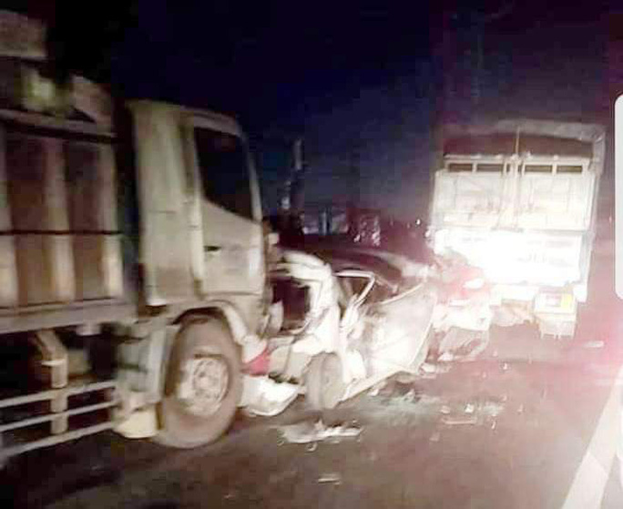 """Ôtô tông liên hoàn """"dính chùm"""", kẹt xe 10 km trên cao tốc TP HCM - Trung Lương - Ảnh 1."""